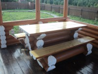 Столы из бревна